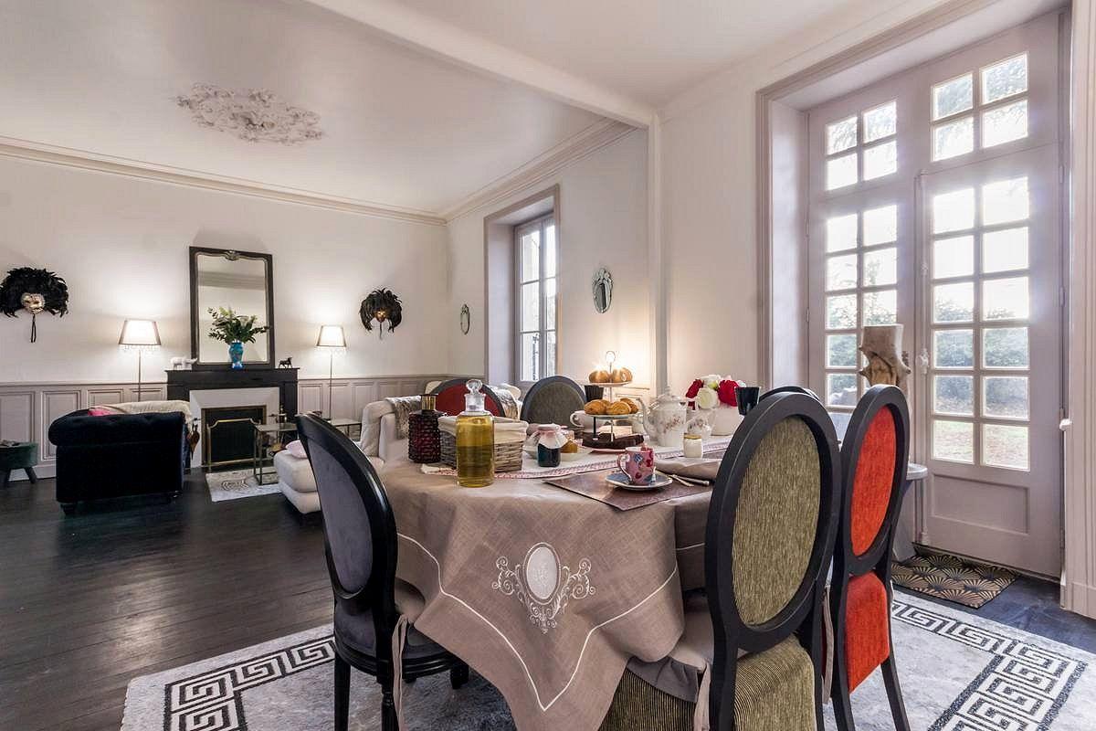 Salle à manger dans une chambre d'hôtes en Loire-Atlantique