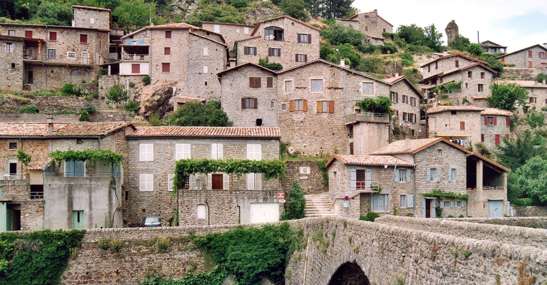 Jaujac - Village de caractère - Gîtes de France Ardèche