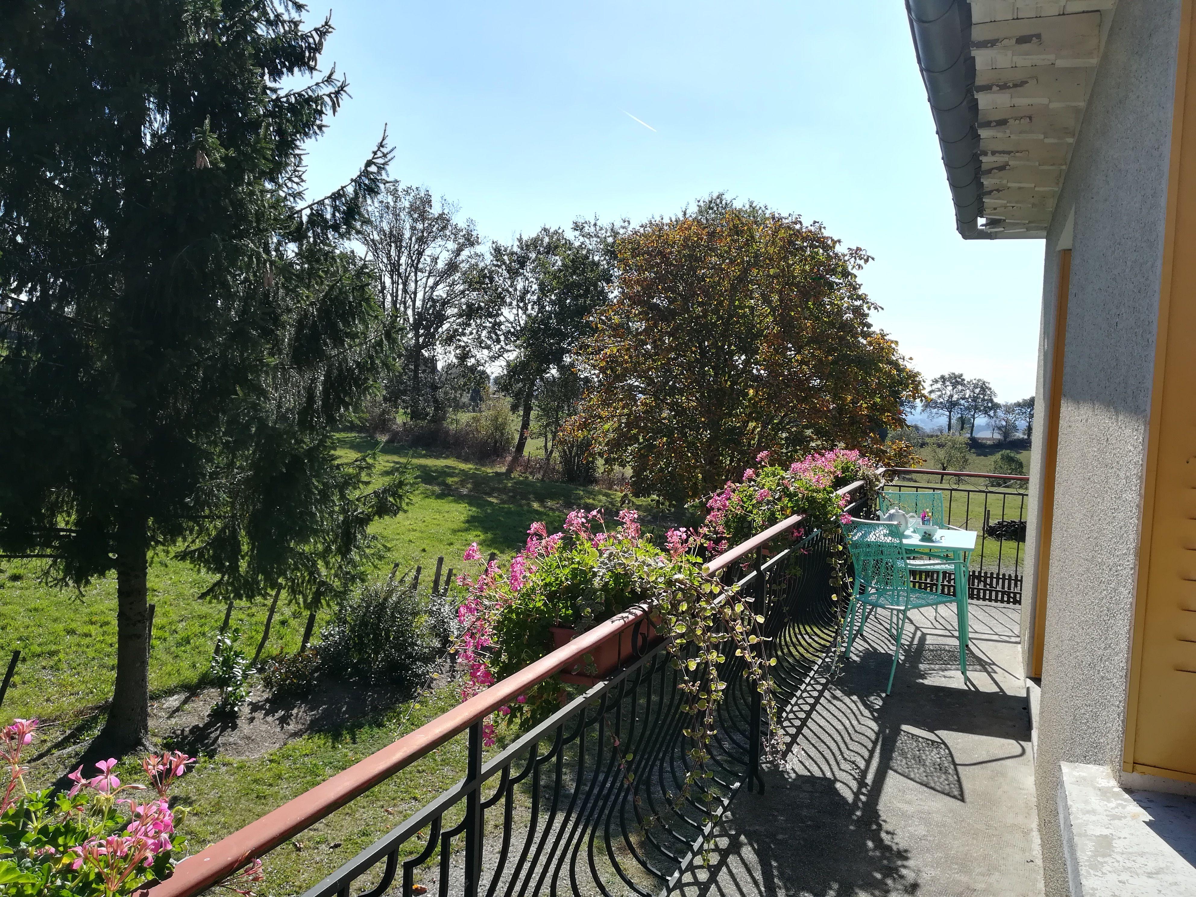 Balcon, vue dégagée sur la Viadène
