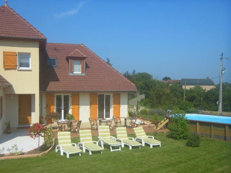 vue sur studio a droite ,terrasse ,piscine