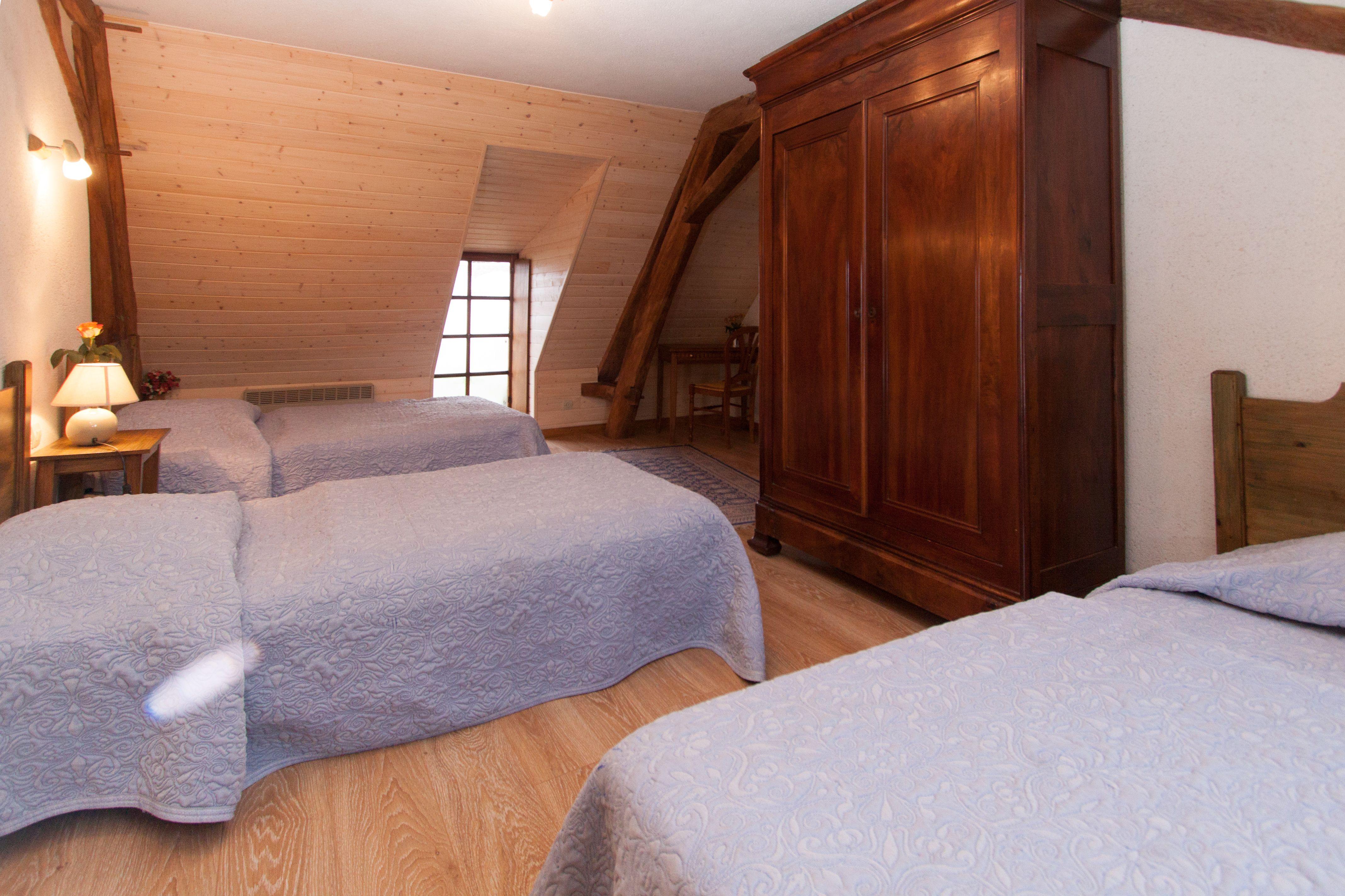 Premiers-étage : chambre à 3 lits