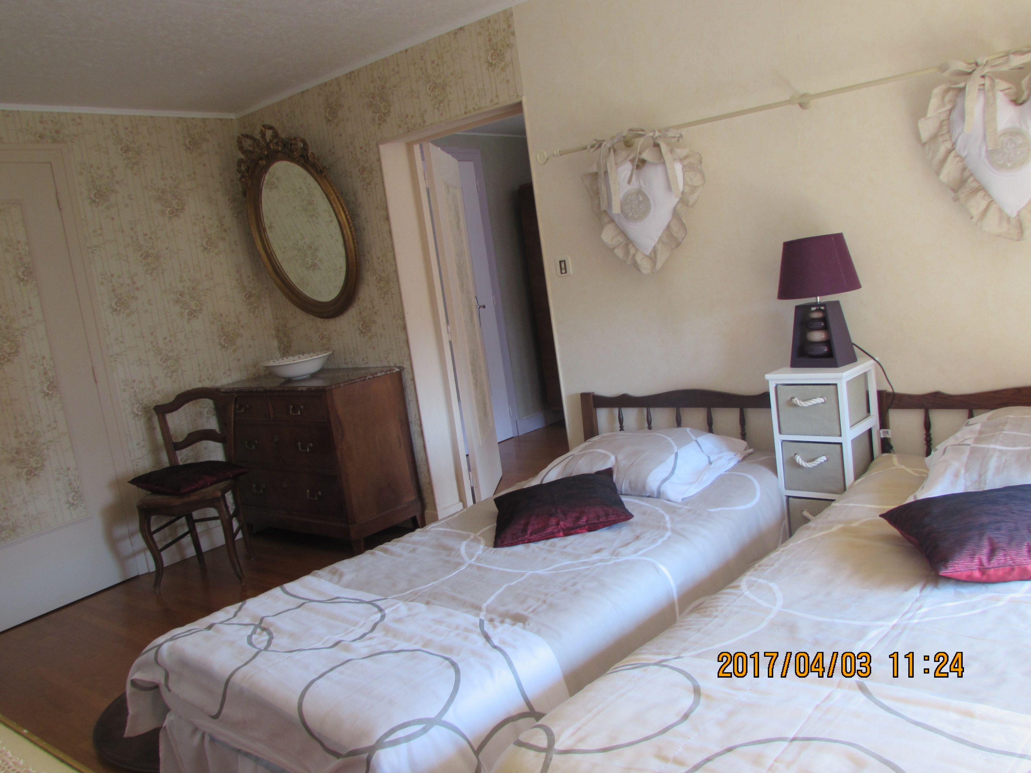 2ème chambre deux lits 1 personne 90cm (plus dressing)