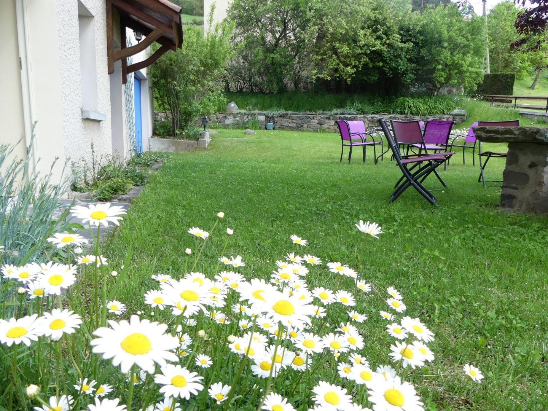 Le Printemps vient nous réchauffer, arroser les jardins et faire jaillir les fleurs