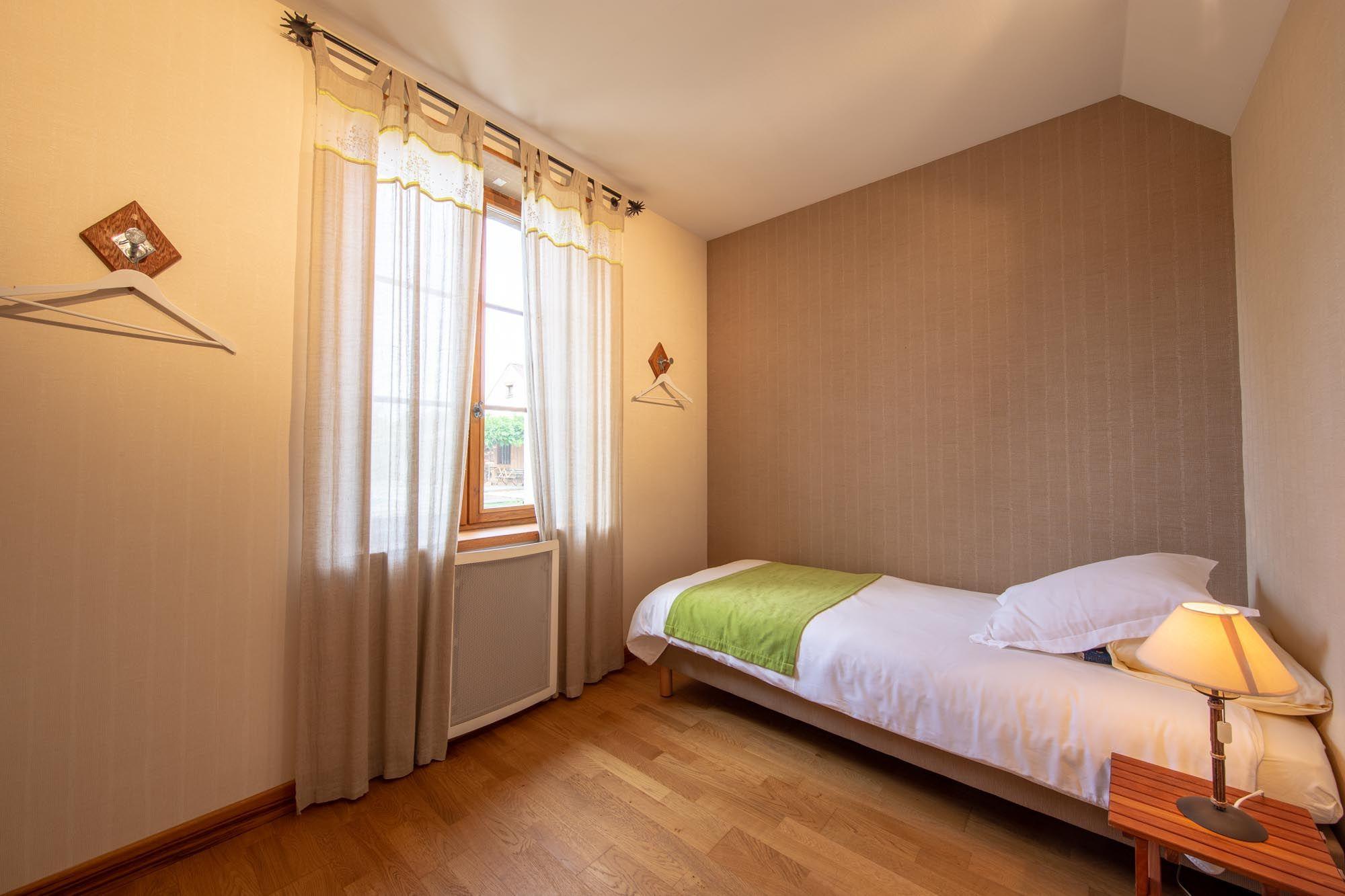 """La petite chambre annexe  équipée d""""un lit fixe 90X200"""