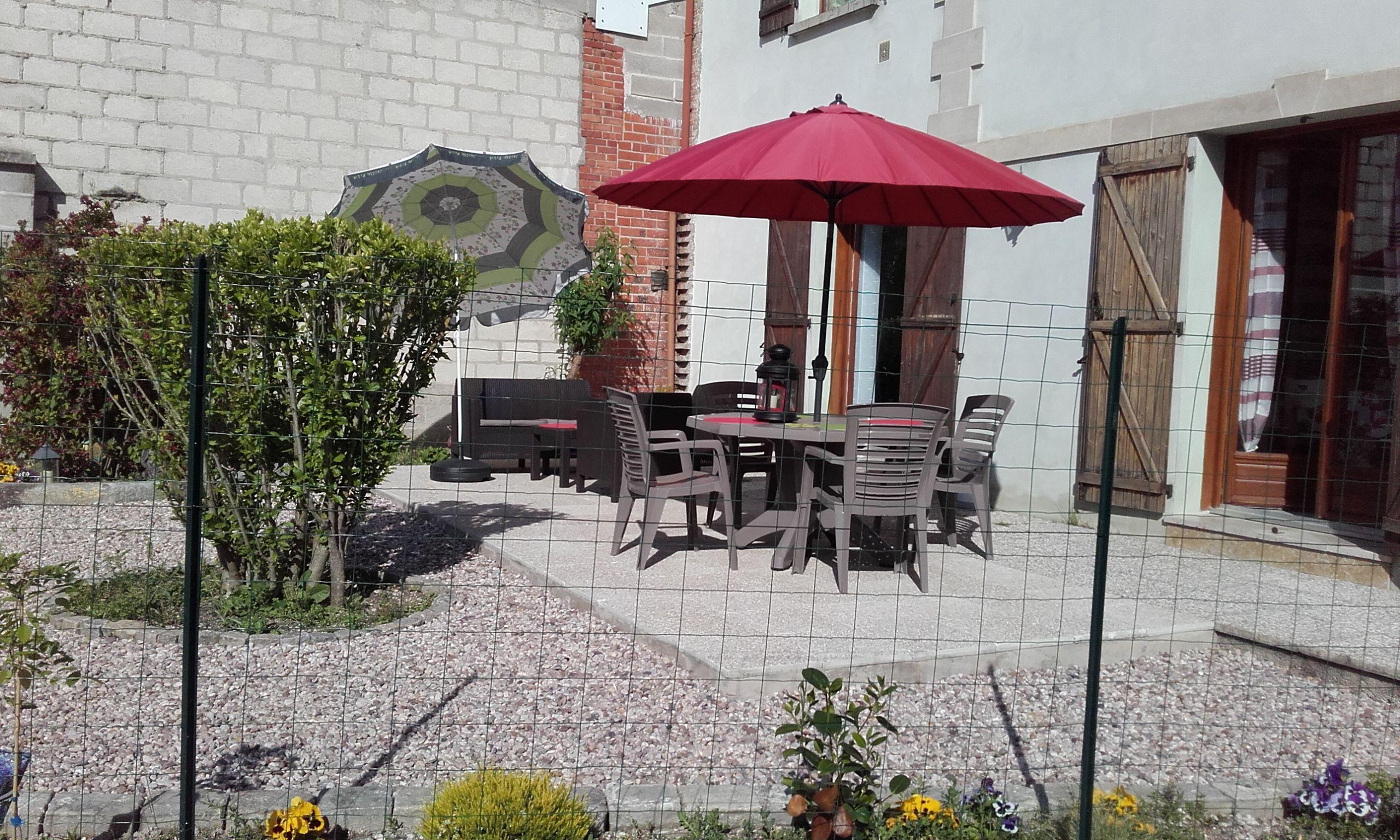 terrasse avec salon et coin repas 51G485 - Chez Bri-Gîte - Loisy sur Marne - Gîtes de France Marne