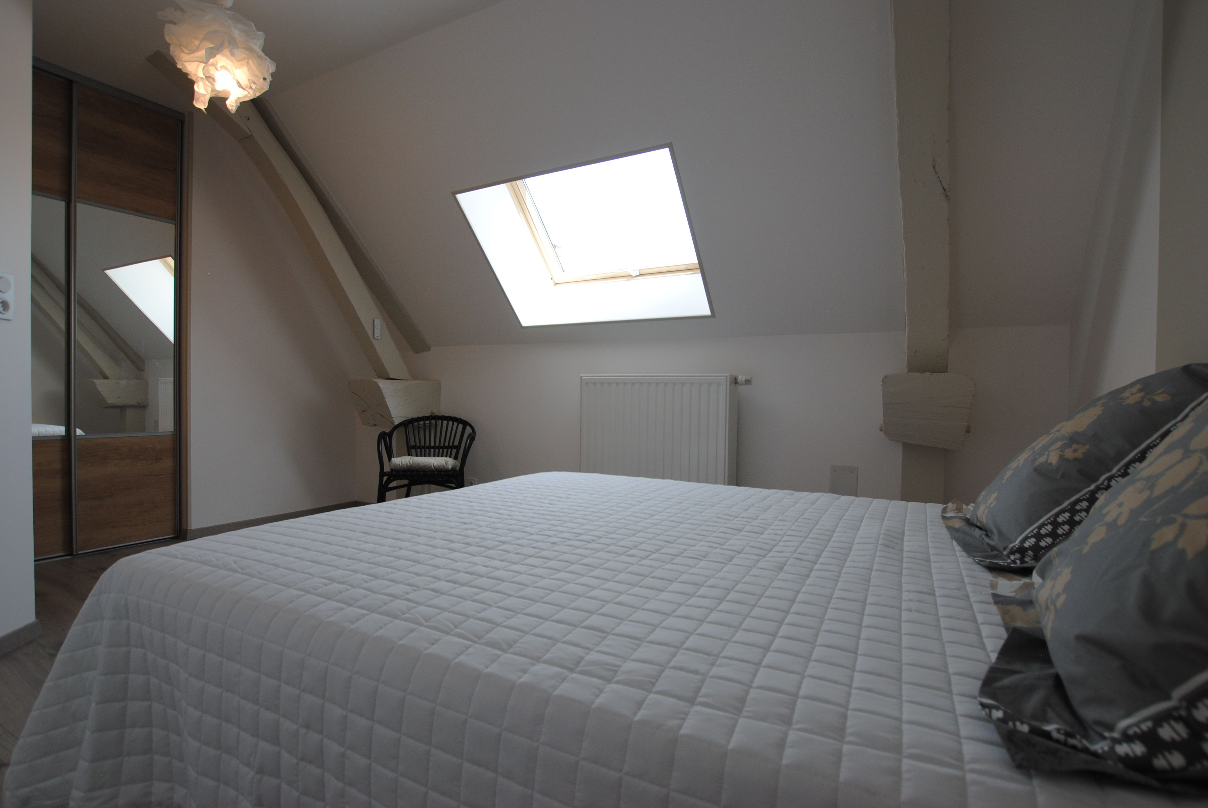 51G496 - Igny Comblizy - L'Epi Doré - Chambre beige (1er étage)