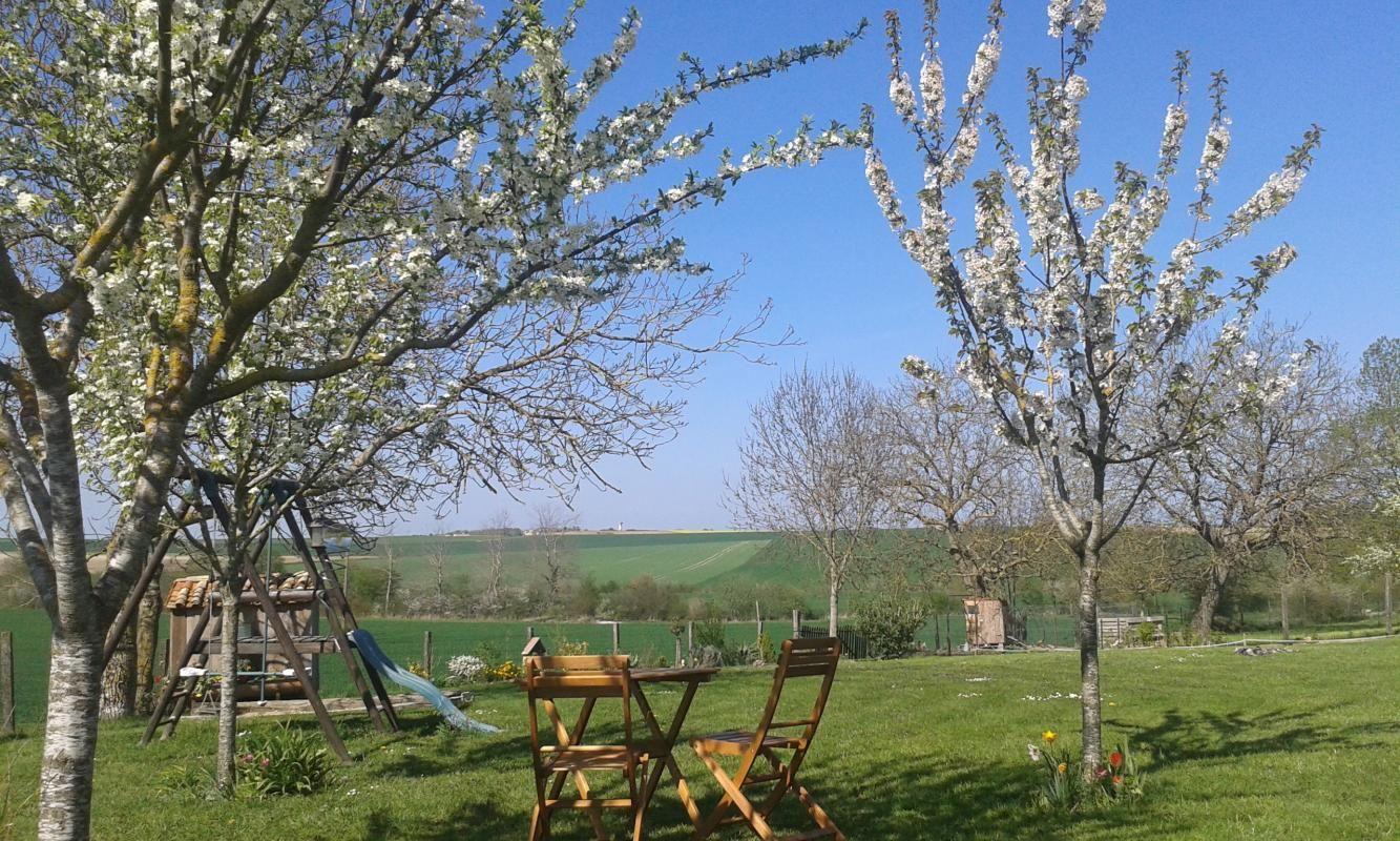 Le jardin des Aneries au printemps