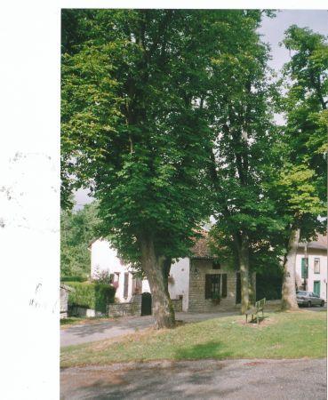 Située au calme dans un petit village chargé d'histoire