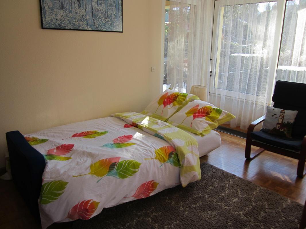 Deux couchages supplémentaires au salon sur canapé clic-clac