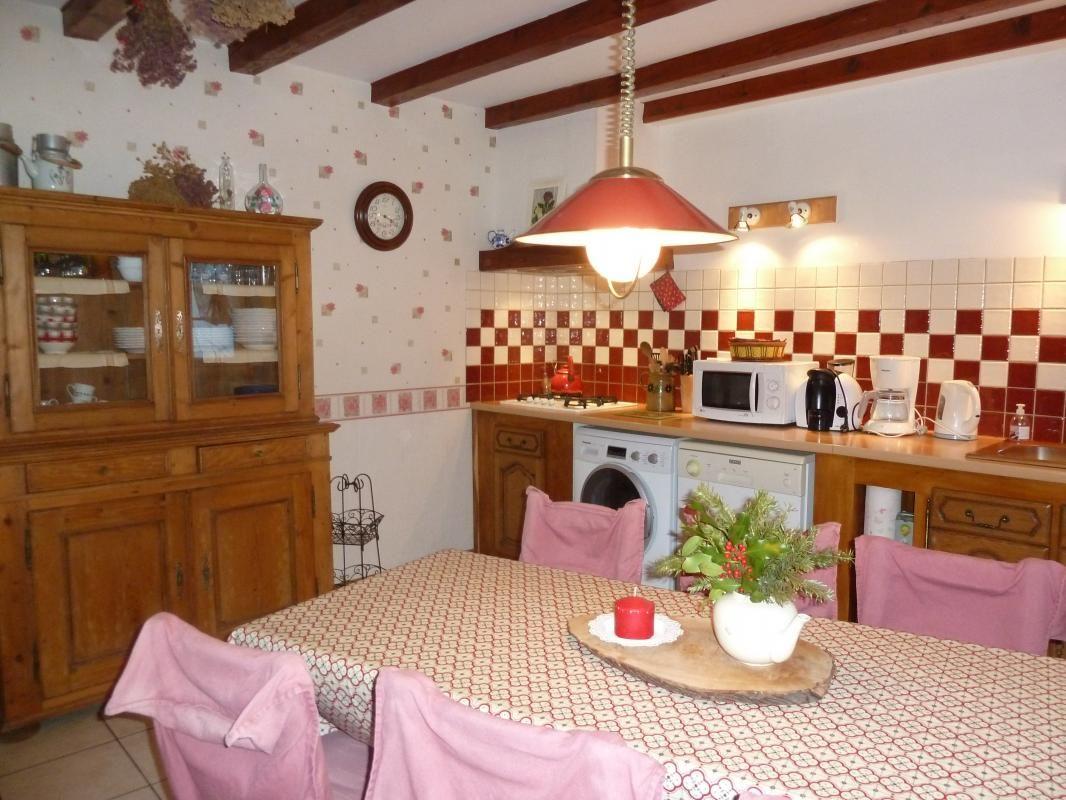 cuisine + buffet alsacien + lave vaisselle, lave linge + four micro onde etc
