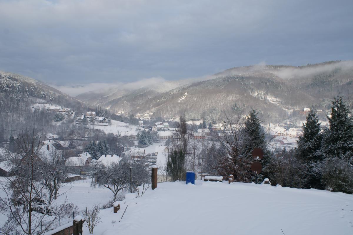 Vue de la vallée depuis la cour