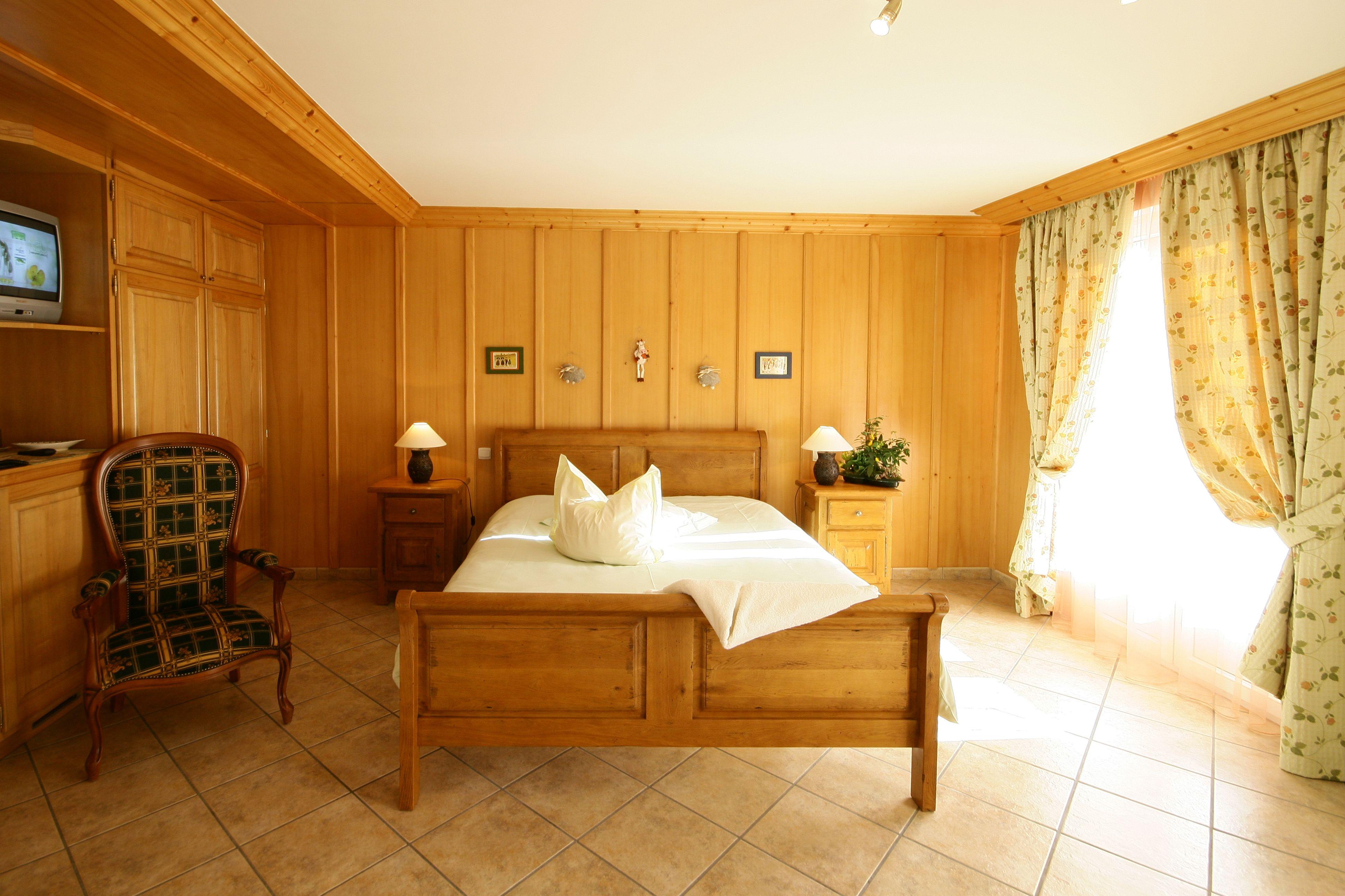 La RIBEAUVILLE,  belle chambre de plain pieds.