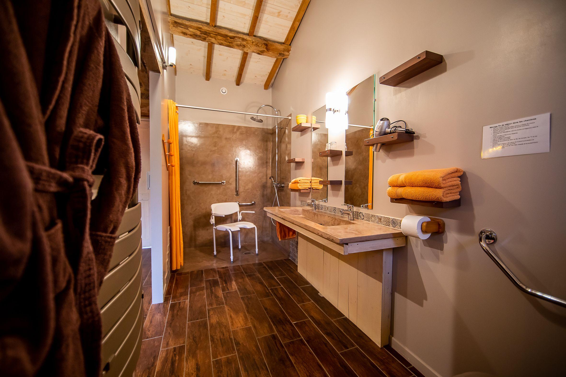 salle de douche à l'italienne avec diamètre de rotation de 150 cm