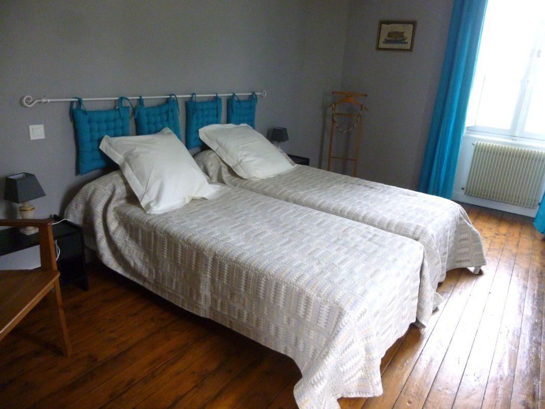 La chambre grise et turquoise