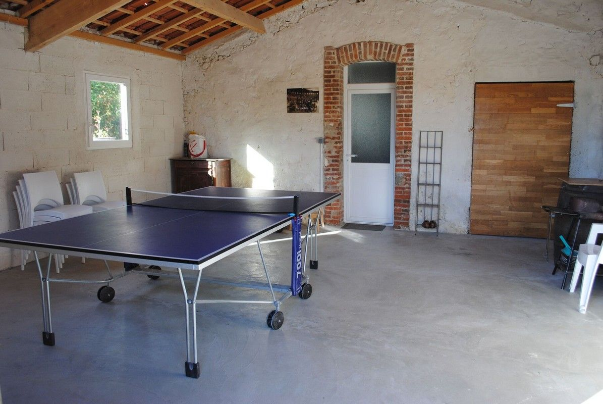 Préau avec table ping pong