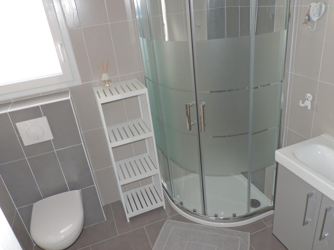 2 ème salle de bains + WC