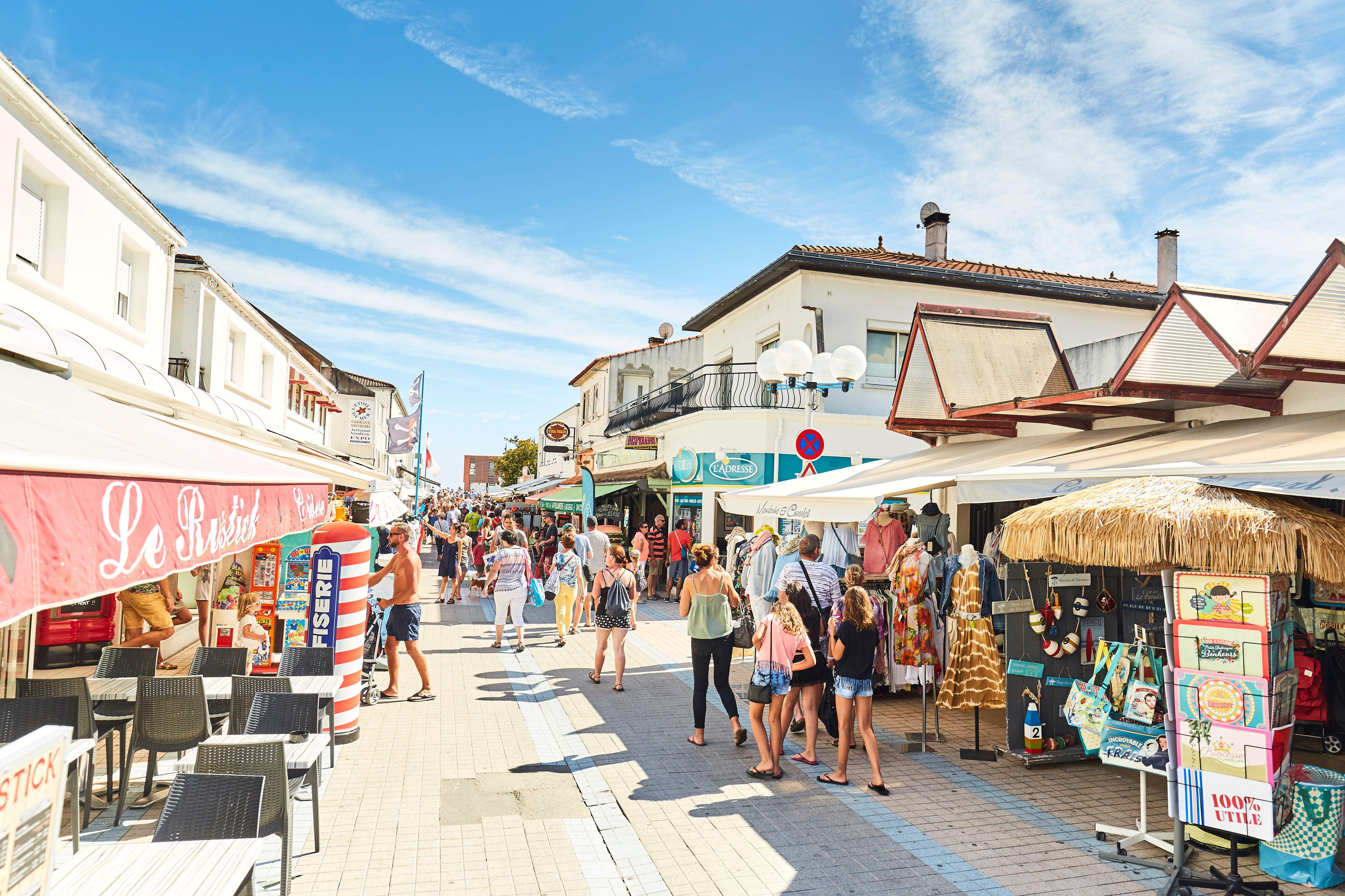 Centre ville avec ses commerces, ses restaurants