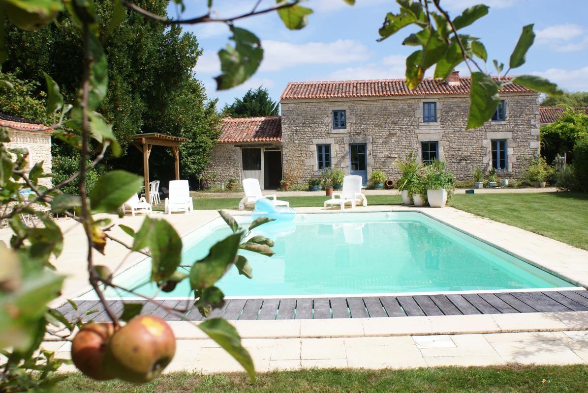 Le gîte de Baude est situé dans un hameau de la commune de Montreuil : commune du parc du Marais Poitevin