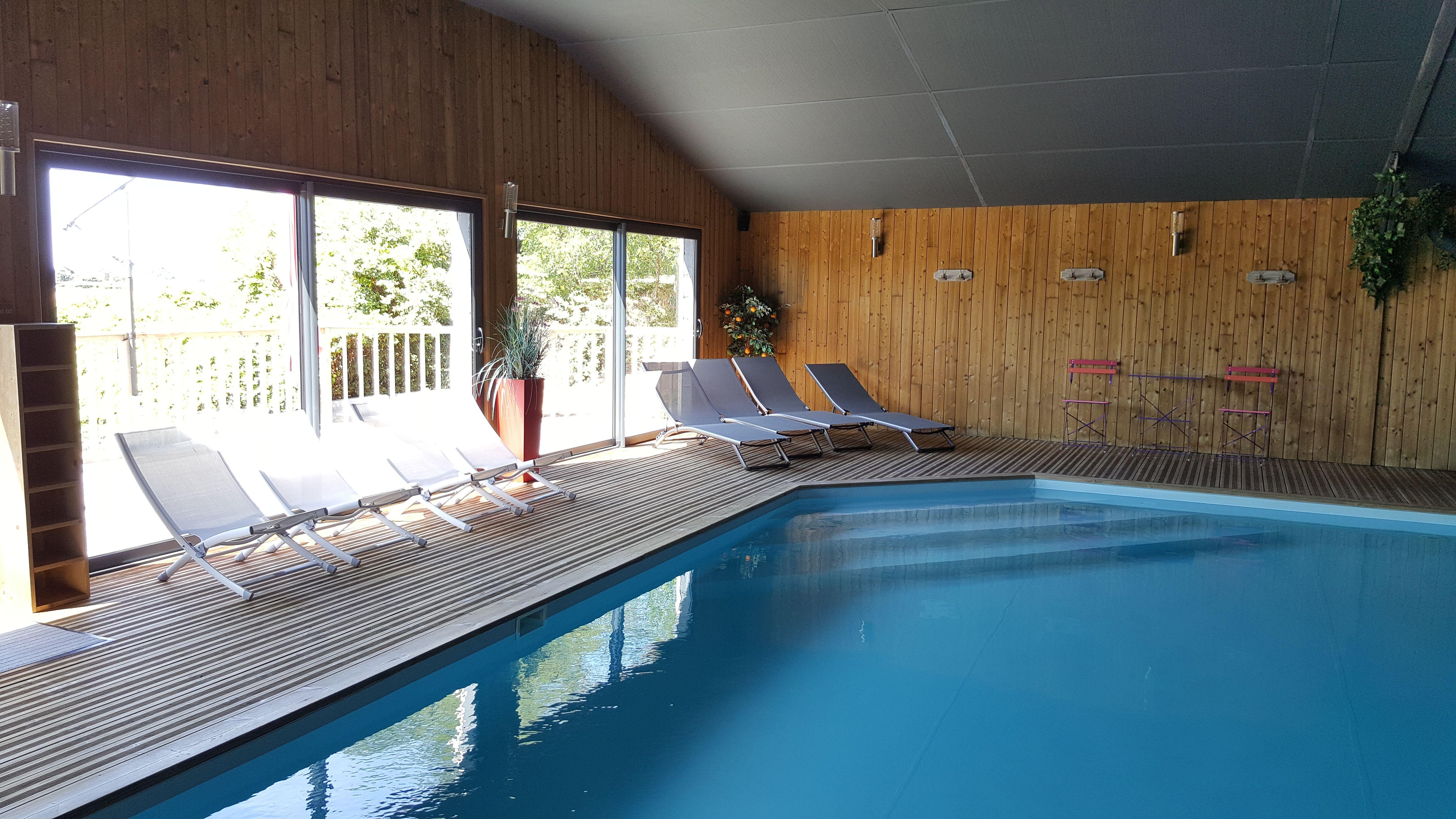 Avril à Novembre: Espace détente couvert: Piscine sauna jacuzzi