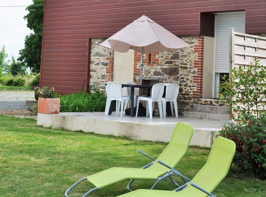 Terrasse et pelouse privative