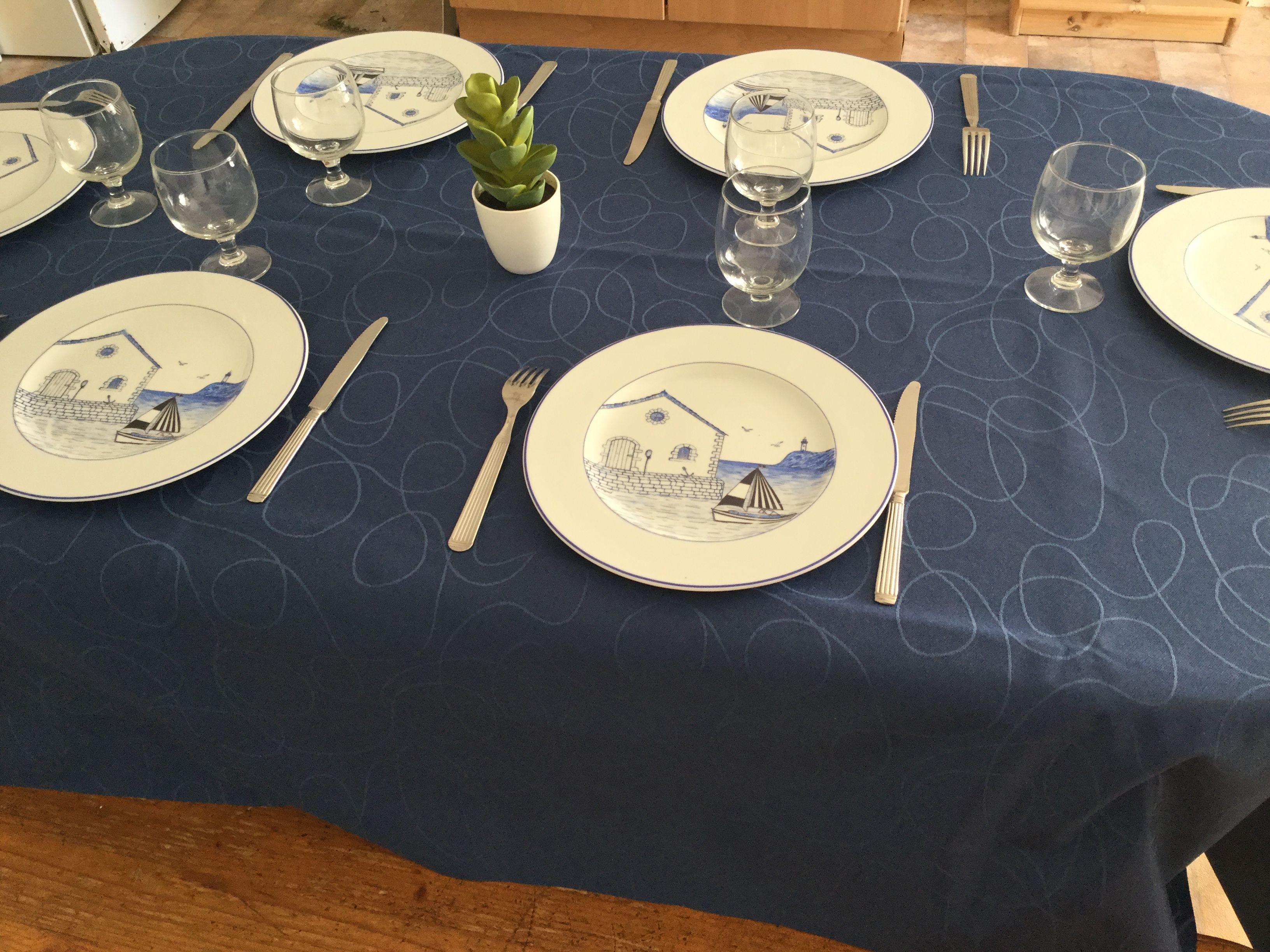 nouvelle nappe bleu pour aller avec les assiettes