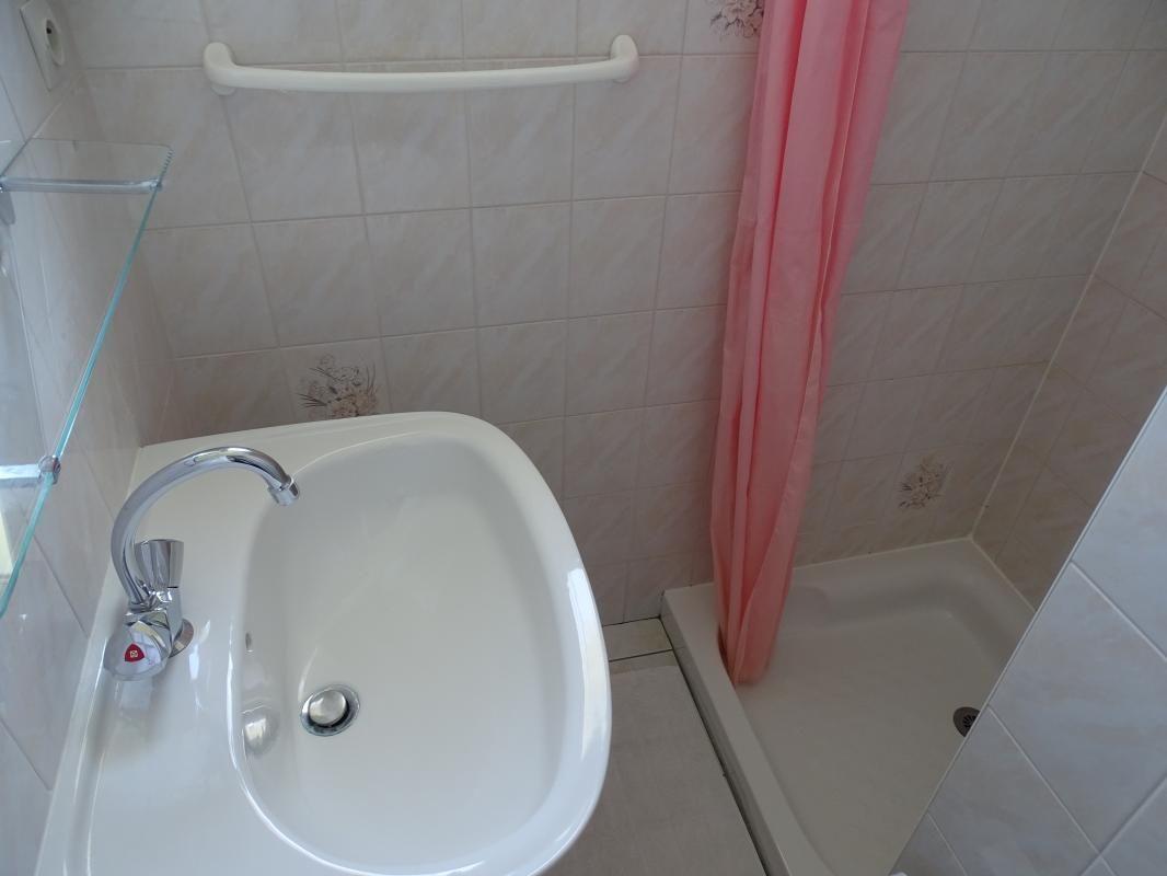 Salle d'eau les WC sont séparés
