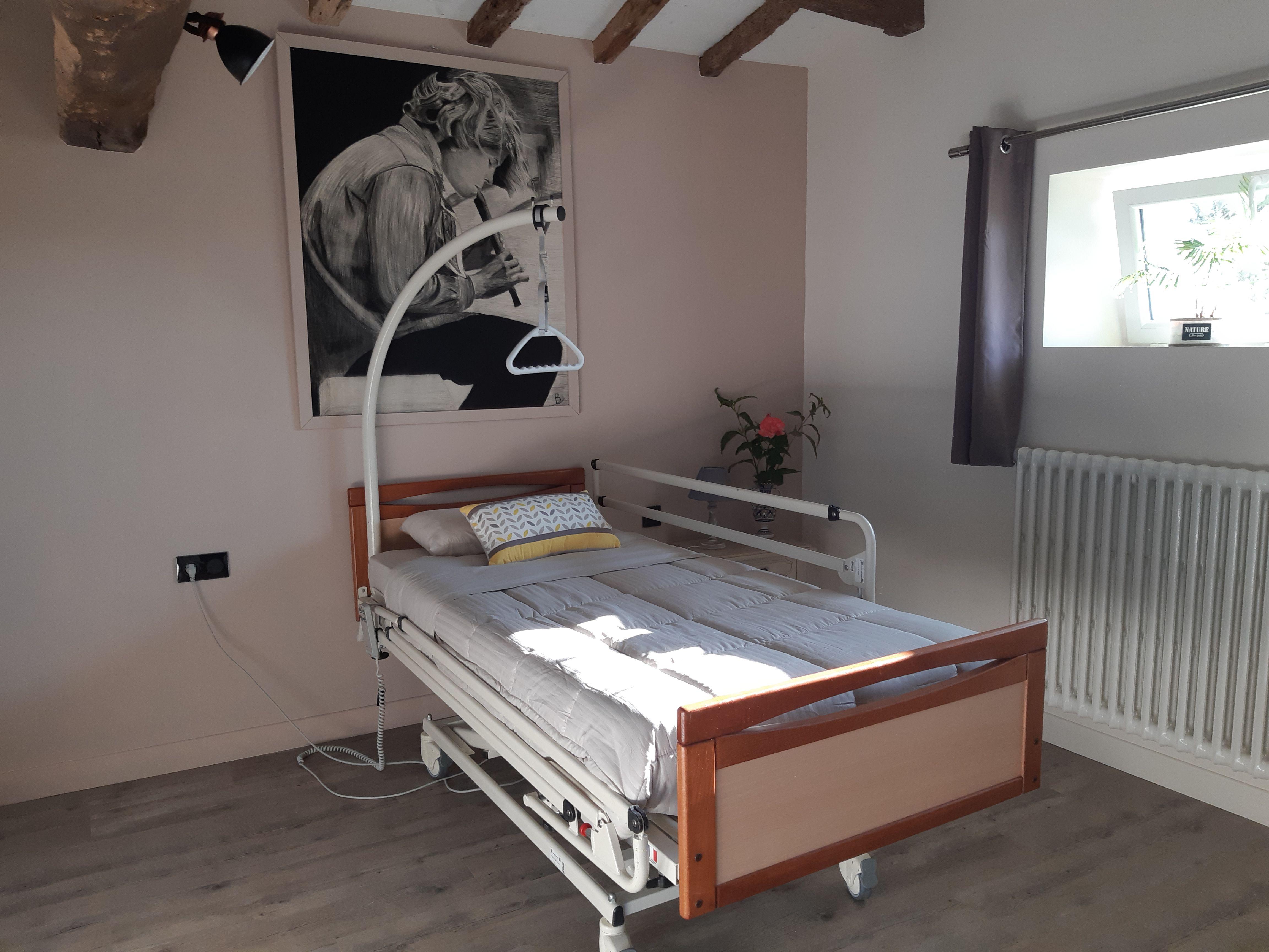 Possibilité de louer auprès de notre prestataire matériel médicalisé (lit, lève-personne...).