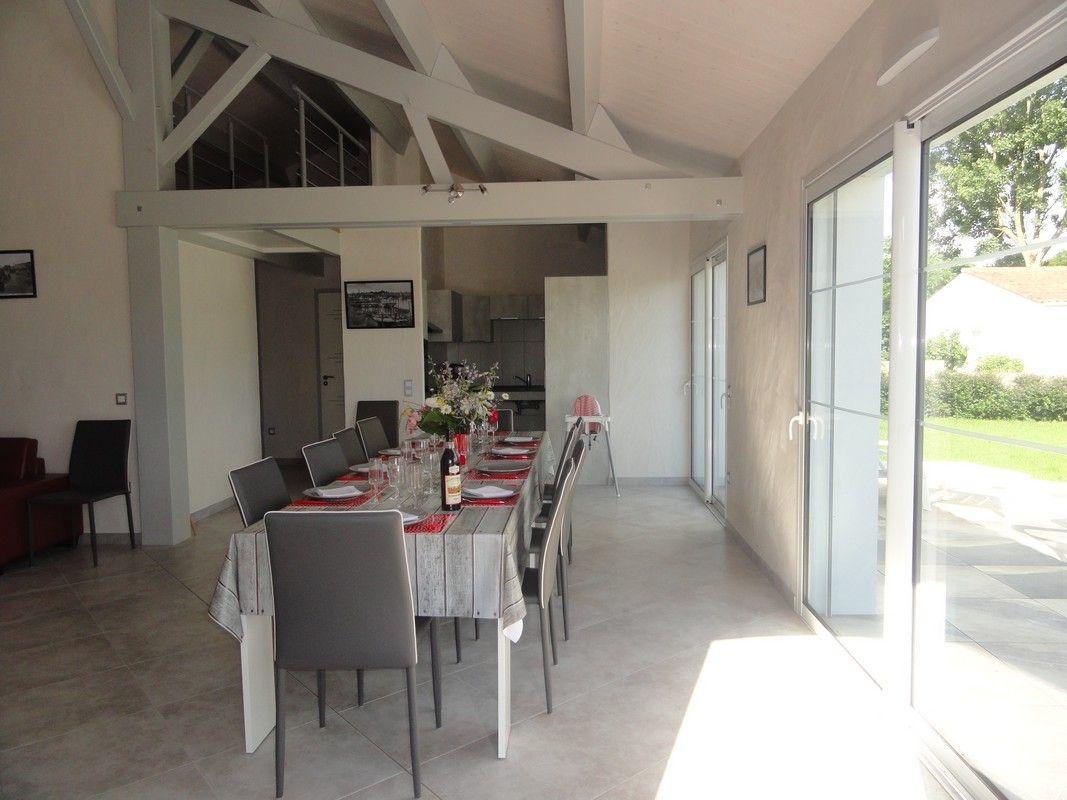 Salle à manger accès terrasse