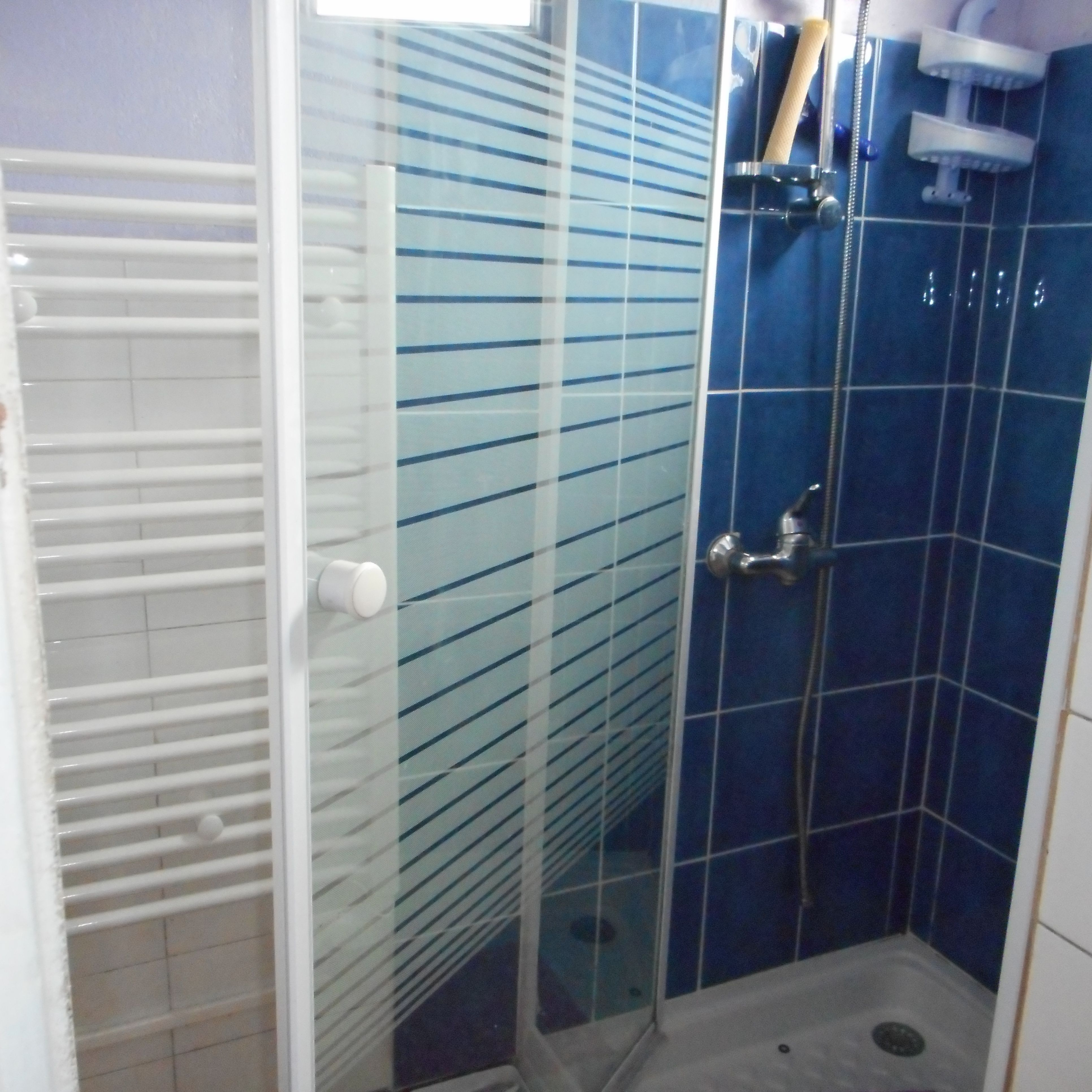 salle d'eau (douche-lavabo)