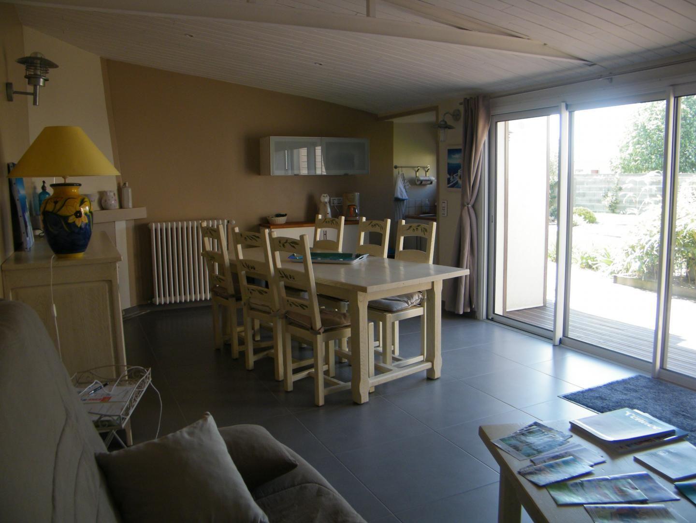 Salle commune, espace petit déjeuner et coin kitchenette