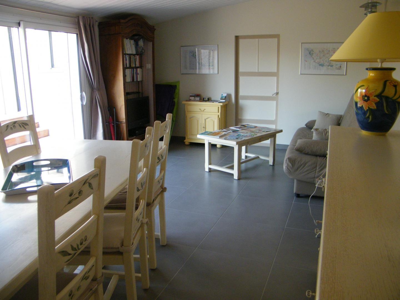 Salle commune, espace salon