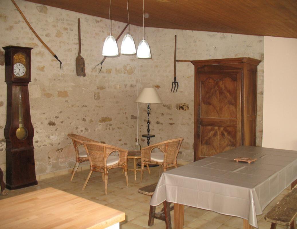 Salle commune aux deux chambres