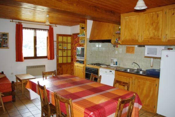 salle et coin cuisine