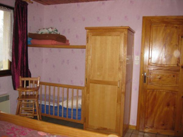 chambre 1 lit bébé et rangement