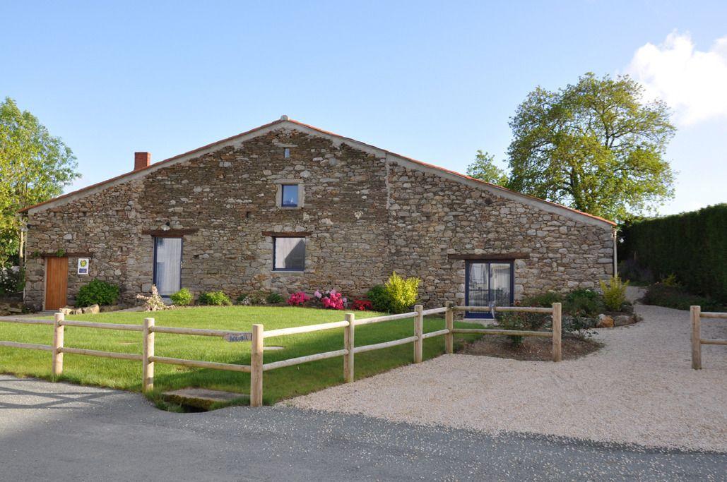 Ancienne grange rénovée dans le respect du bâtiment avec des produits écologiques