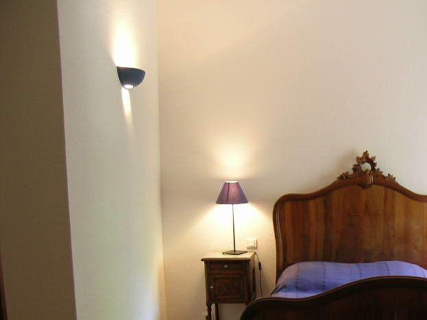 chambre avec lit en 140, et un clic clac