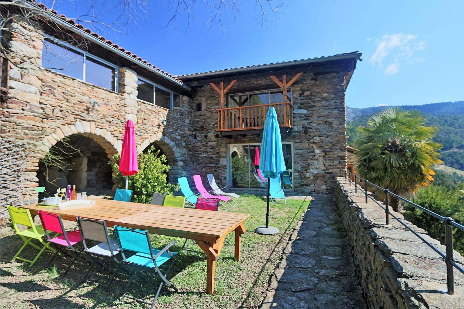 La terrasse, lieu central où l'été tous les repas sont pris