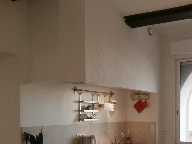 Cuisine équipée avec frigo américain, four, lave vaisselle...