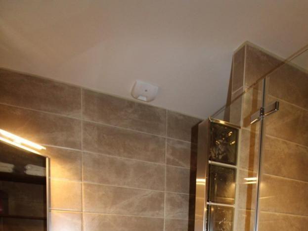 Salle d'eau / WC de la chambre 3 - Douche à l'italienne, vasque totem