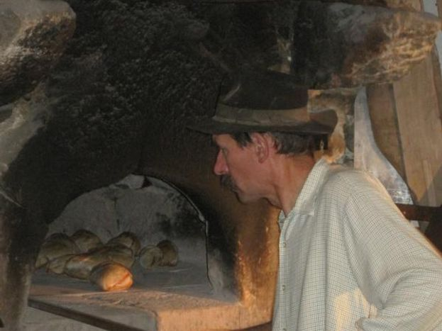 Cuisson du pain en Juillet Août au moulin de Mandy