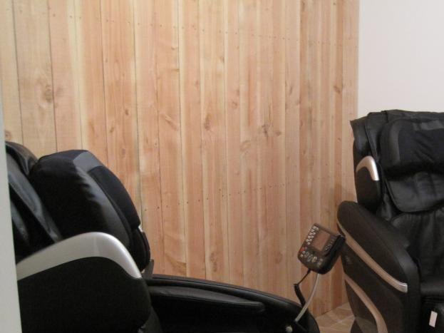 Espace détente: nos deux fauteuils de massage