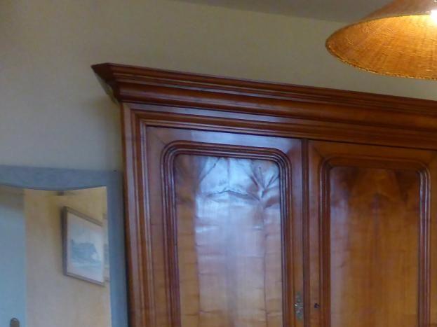 Chambre Soleil, armoire de famille fabriquée par notre arrière grand-père