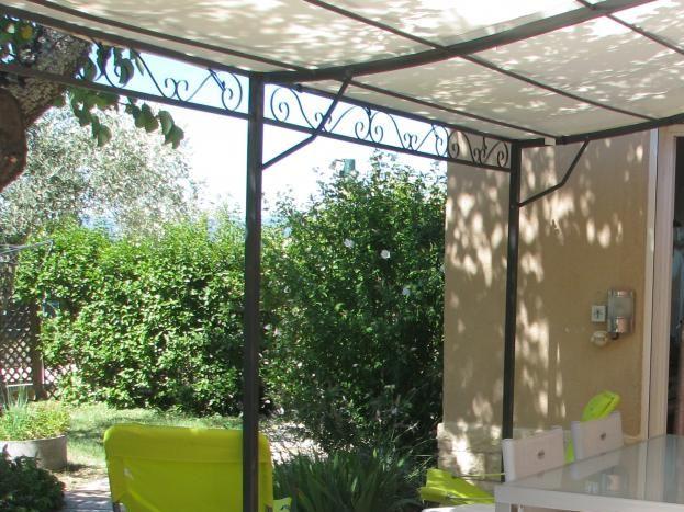 Repas à l'extérieur avec barbecue électrique