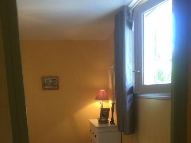 Chambre avec fenêtre donnant sur terrasseséjour