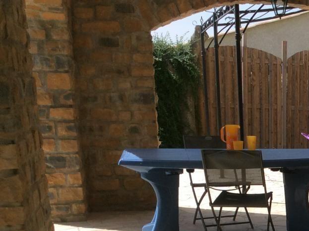 salon de jardin, barbecue électrique, transat et fauteuils