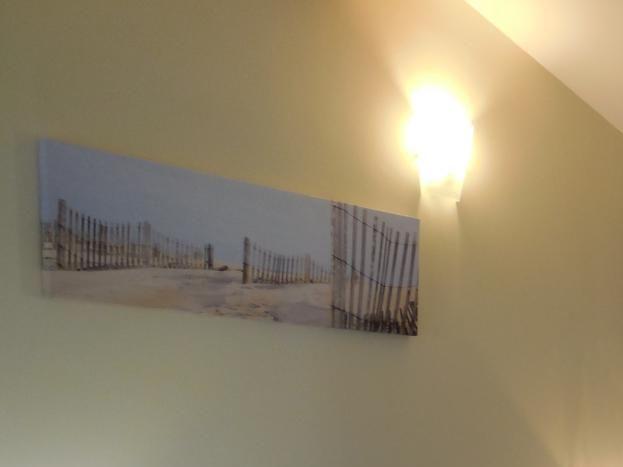 Chambre avec vue traversante, d'un coté sur le hameau de Garel et de l'autre sur l'entrée des gorges de la Beaume. (possibilité de faire 3 petits lits)