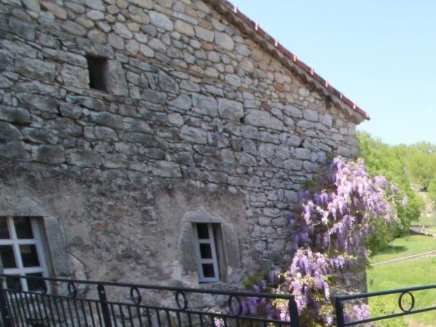 La terrasse avec vu sur le hameau Garel ainsi que les gorges