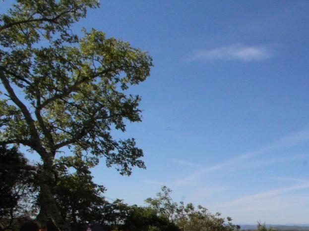 Vue sur le village (avec chateau classé) et sur les Cévennes