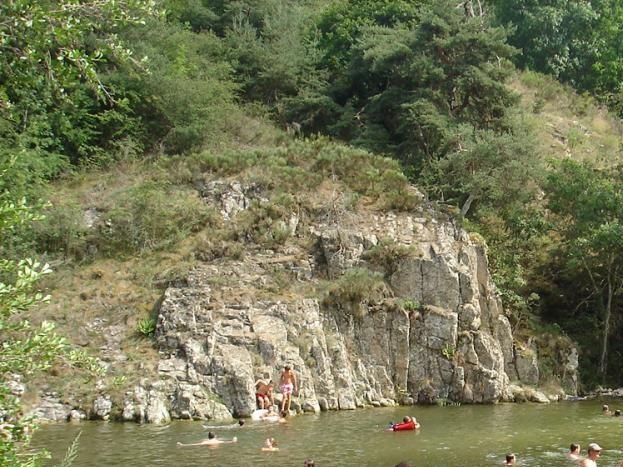Plan d'eau de Labatie d'Andaure à 1km