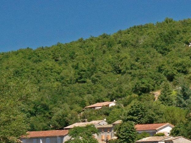 Le village Vogué et son château